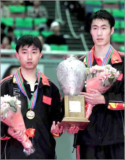 王励勤,闫森获得世乒赛男子双打冠军图片