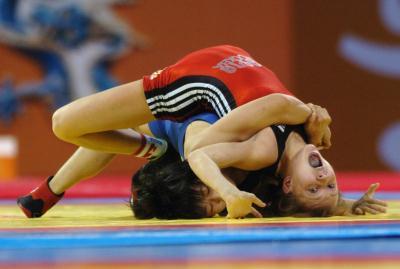 音影先锋裸体摔跤_(1)摔跤――世界青年摔跤锦标赛女子摔跤55公斤级金牌产生