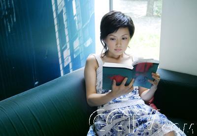 台湾频道 《海峡两岸》的美丽使者——柴璐 > 正文  &