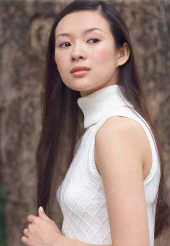 <b>小档案:</b><br>&nbsp;出生日期:&nbsp;1979年2月9日<br>&nbsp;籍贯:北京<br>&nbsp;身高:1.64cm<br>&nbsp;体重:49.5kg<br>&nbsp;血型:O型<br>&nbsp;家庭成员:父母、哥哥<br>&nbsp;星座:水瓶座<br>&nbsp;爱好:睡觉,有空就睡,游泳,<br>&nbsp;读书