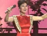 叶丽仪:80年代的港台歌手,夸张的装扮+当年流行的扭腰动作