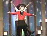 《走在大街上》:10多年前的舞蹈,现在看来有一些滑稽