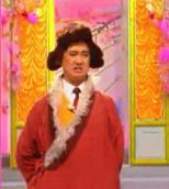 """藏族笑星洛桑・尼玛,父亲是藏族,母亲是汉族。出生地是四川。洛桑有极强的模仿力和口技功夫,他从小就显露出艺术表演的才华。自93年在中央电视台名牌栏目《曲苑杂坛》中表演系列节目""""洛桑学艺""""而一炮打红。"""