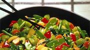 与正餐大菜相比清新淡雅的风格使得一碟碟赏心悦目,令双颊生津的开胃小菜成为餐桌上不可缺少的一道风景。